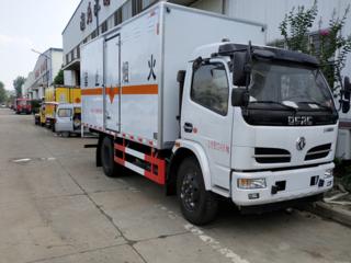 东风大多利卡5.1米防爆器材运输车