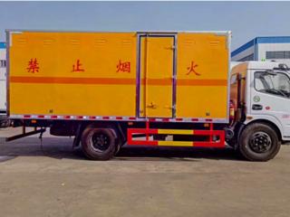 东风D9载重10吨防爆器材运输车